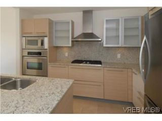Photo 4: 212 68 Songhees Rd in VICTORIA: VW Songhees Condo Apartment for sale (Victoria West)  : MLS®# 499543