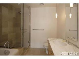 Photo 12: 212 68 Songhees Rd in VICTORIA: VW Songhees Condo Apartment for sale (Victoria West)  : MLS®# 499543