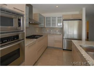 Photo 6: 212 68 Songhees Rd in VICTORIA: VW Songhees Condo Apartment for sale (Victoria West)  : MLS®# 499543