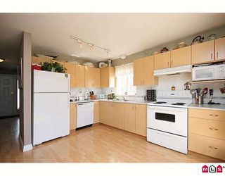 """Photo 5: 3 6513 200TH Street in Langley: Willoughby Heights Townhouse for sale in """"LOGANS CREEK"""" : MLS®# F2909386"""