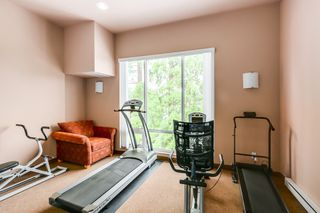 "Photo 4: 403 16068 83 Avenue in Surrey: Fleetwood Tynehead Condo for sale in ""Fleetwood Gardens"" : MLS®# R2399832"