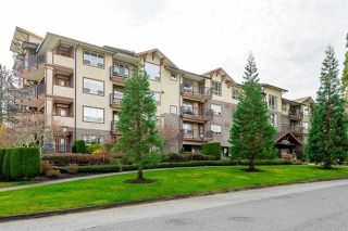"Photo 3: 403 16068 83 Avenue in Surrey: Fleetwood Tynehead Condo for sale in ""Fleetwood Gardens"" : MLS®# R2399832"
