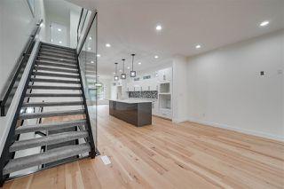 Photo 2: 8505 84 Avenue NW in Edmonton: Zone 18 House for sale : MLS®# E4172011