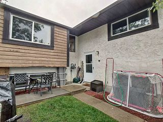 Photo 2: 427 Willow Court in Edmonton: Zone 20 Townhouse for sale : MLS®# E4173608