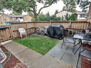 Photo 3: 427 Willow Court in Edmonton: Zone 20 Townhouse for sale : MLS®# E4173608