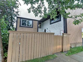 Photo 1: 427 Willow Court in Edmonton: Zone 20 Townhouse for sale : MLS®# E4173608