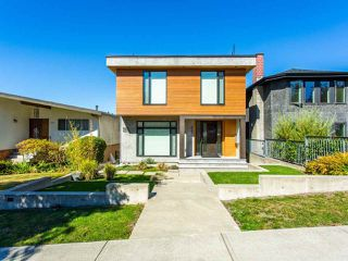 Photo 1: 627 E 28TH Avenue in Vancouver: Fraser VE House for sale (Vancouver East)  : MLS®# R2499085
