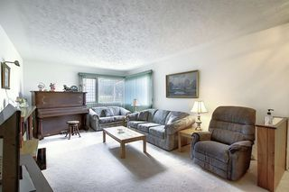 Photo 2: 68 Ferncliff Crescent SE in Calgary: Fairview Detached for sale : MLS®# A1040118