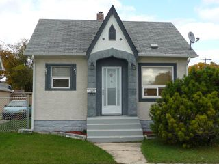 Photo 2: 895 Magnus Avenue in WINNIPEG: North End Residential for sale (North West Winnipeg)  : MLS®# 1019234