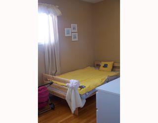 Photo 10: 38 HOGARTH Crescent SW in CALGARY: Haysboro Residential Detached Single Family for sale (Calgary)  : MLS®# C3372925