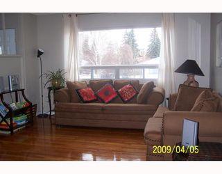 Photo 3: 38 HOGARTH Crescent SW in CALGARY: Haysboro Residential Detached Single Family for sale (Calgary)  : MLS®# C3372925