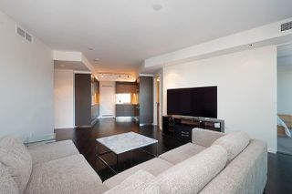 Photo 10: 5305 1151 W GEORGIA Street in Vancouver: Coal Harbour Condo for sale (Vancouver West)  : MLS®# R2445030