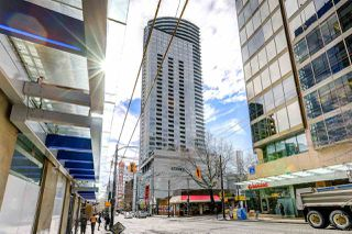 "Photo 1: 1708 833 SEYMOUR Street in Vancouver: Downtown VW Condo for sale in ""Capitol Residences"" (Vancouver West)  : MLS®# R2445465"