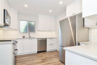"""Photo 8: 6022 E GREENSIDE Drive in Surrey: Cloverdale BC Townhouse for sale in """"Greenside Estates"""" (Cloverdale)  : MLS®# R2496333"""