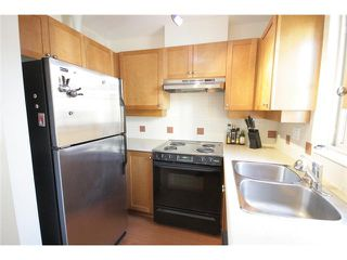 """Photo 2: 27 2375 W BROADWAY in Vancouver: Kitsilano Townhouse for sale in """"TALIESIN"""" (Vancouver West)  : MLS®# V829496"""