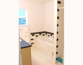 Photo 7: 5711 SALMON Drive in Sechelt: Sechelt District House for sale (Sunshine Coast)  : MLS®# V737466
