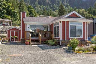 "Main Photo: 14 53480 BRIDAL FALLS Road in Rosedale: Rosedale Popkum Manufactured Home for sale in ""Bridal Falls Cottage Resort"" : MLS®# R2397701"