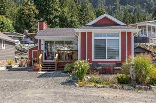 "Photo 1: 14 53480 BRIDAL FALLS Road in Rosedale: Rosedale Popkum Manufactured Home for sale in ""Bridal Falls Cottage Resort"" : MLS®# R2397701"