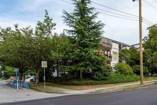 "Photo 15: 407 2222 PRINCE EDWARD Street in Vancouver: Mount Pleasant VE Condo for sale in ""SUNRISE ON THE PARK"" (Vancouver East)  : MLS®# R2401654"