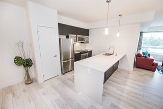 Photo 10: 403 10030 83 Avenue in Edmonton: Zone 15 Condo for sale : MLS®# E4181516