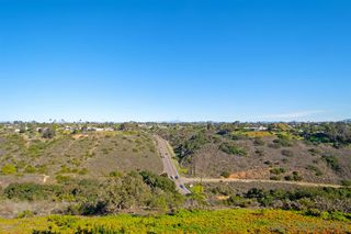 Photo 3: CLAIREMONT Condo for sale : 2 bedrooms : 3089 Cowley Way #32 in San Diego