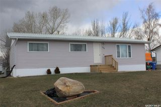 Photo 1: 209 3rd Avenue East in Lampman: Residential for sale : MLS®# SK804622