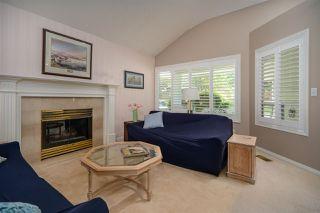 Photo 2: 6825 NICHOLSON Road in Delta: Sunshine Hills Woods Townhouse for sale (N. Delta)  : MLS®# R2480008