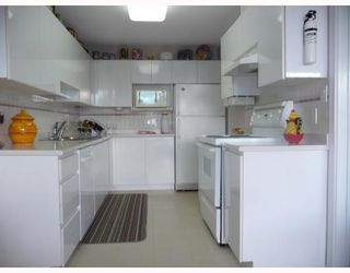 """Photo 4: 201 5899 WILSON Avenue in Burnaby: Central Park BS Condo for sale in """"PARAMOUNT TOWER TWO"""" (Burnaby South)  : MLS®# V785753"""