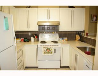 """Photo 4: 302 588 12TH Street in New_Westminster: Uptown NW Condo for sale in """"REGENCY"""" (New Westminster)  : MLS®# V787422"""
