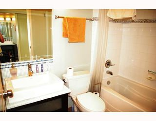 """Photo 6: 302 588 12TH Street in New_Westminster: Uptown NW Condo for sale in """"REGENCY"""" (New Westminster)  : MLS®# V787422"""