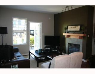 """Photo 2: 105 38 7TH Avenue in New_Westminster: GlenBrooke North Condo for sale in """"THE ROYCROFT"""" (New Westminster)  : MLS®# V734438"""