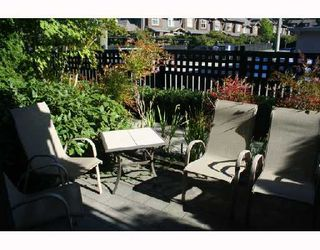 "Photo 10: 105 38 7TH Avenue in New_Westminster: GlenBrooke North Condo for sale in ""THE ROYCROFT"" (New Westminster)  : MLS®# V734438"