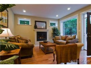 Photo 2: 1 1290 Richardson St in VICTORIA: Vi Fairfield West Row/Townhouse for sale (Victoria)  : MLS®# 490828