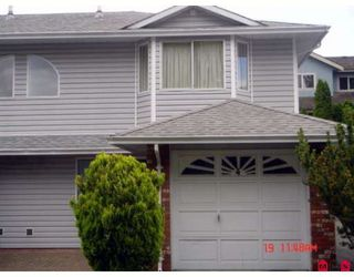 "Photo 1: 104 5921 177B Street in Surrey: Cloverdale BC Townhouse for sale in ""THE GABLES"" (Cloverdale)  : MLS®# F2904968"