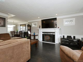 Photo 2: 4105 Glanford Ave in VICTORIA: SW Glanford Single Family Detached for sale (Saanich West)  : MLS®# 821592