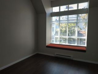Photo 8: 7410 HAWTHORNE Terrace in Burnaby: Highgate Townhouse for sale (Burnaby South)  : MLS®# R2396786