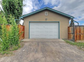 Photo 3: 3 HARROW Crescent SW in Calgary: Haysboro Detached for sale : MLS®# A1033438
