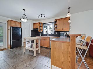 Photo 5: 3 HARROW Crescent SW in Calgary: Haysboro Detached for sale : MLS®# A1033438