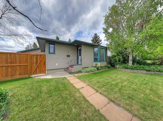 Photo 1: 3 HARROW Crescent SW in Calgary: Haysboro Detached for sale : MLS®# A1033438