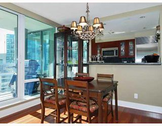 "Photo 4: 805 590 NICOLA Street in Vancouver: Coal Harbour Condo for sale in ""CASCINA"" (Vancouver West)  : MLS®# V758875"