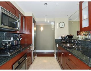"Photo 5: 805 590 NICOLA Street in Vancouver: Coal Harbour Condo for sale in ""CASCINA"" (Vancouver West)  : MLS®# V758875"