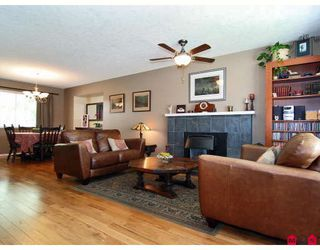 Photo 4: 9326 211TH Street in Langley: Walnut Grove House for sale : MLS®# F2912633