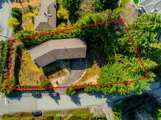 Main Photo: 550 GLENROSS Road in West Vancouver: Glenmore House for sale : MLS®# R2443174