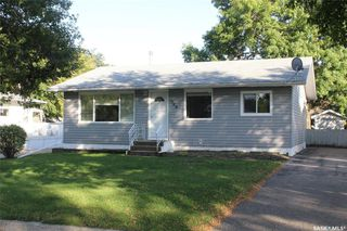 Photo 1: 308 2nd Avenue East in Lampman: Residential for sale : MLS®# SK824556