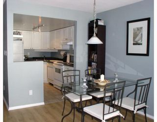 Photo 4: 204 2485 ATKINS Avenue in Port_Coquitlam: Central Pt Coquitlam Condo for sale (Port Coquitlam)  : MLS®# V763152