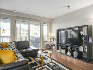 """Photo 8: 417 3178 DAYANEE SPRINGS Boulevard in Coquitlam: Westwood Plateau Condo for sale in """"Tamarack by Polygon"""" : MLS®# R2397922"""