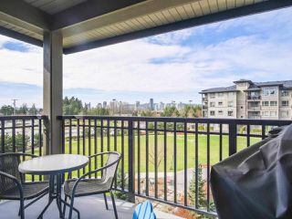 """Photo 4: 417 3178 DAYANEE SPRINGS Boulevard in Coquitlam: Westwood Plateau Condo for sale in """"Tamarack by Polygon"""" : MLS®# R2397922"""