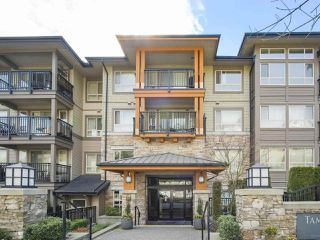 """Photo 2: 417 3178 DAYANEE SPRINGS Boulevard in Coquitlam: Westwood Plateau Condo for sale in """"Tamarack by Polygon"""" : MLS®# R2397922"""