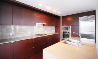"""Photo 14: 1904 158 W 13TH Street in North Vancouver: Central Lonsdale Condo for sale in """"VISTA PLACE"""" : MLS®# V823082"""