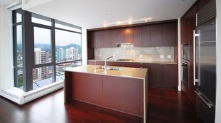 """Photo 13: 1904 158 W 13TH Street in North Vancouver: Central Lonsdale Condo for sale in """"VISTA PLACE"""" : MLS®# V823082"""